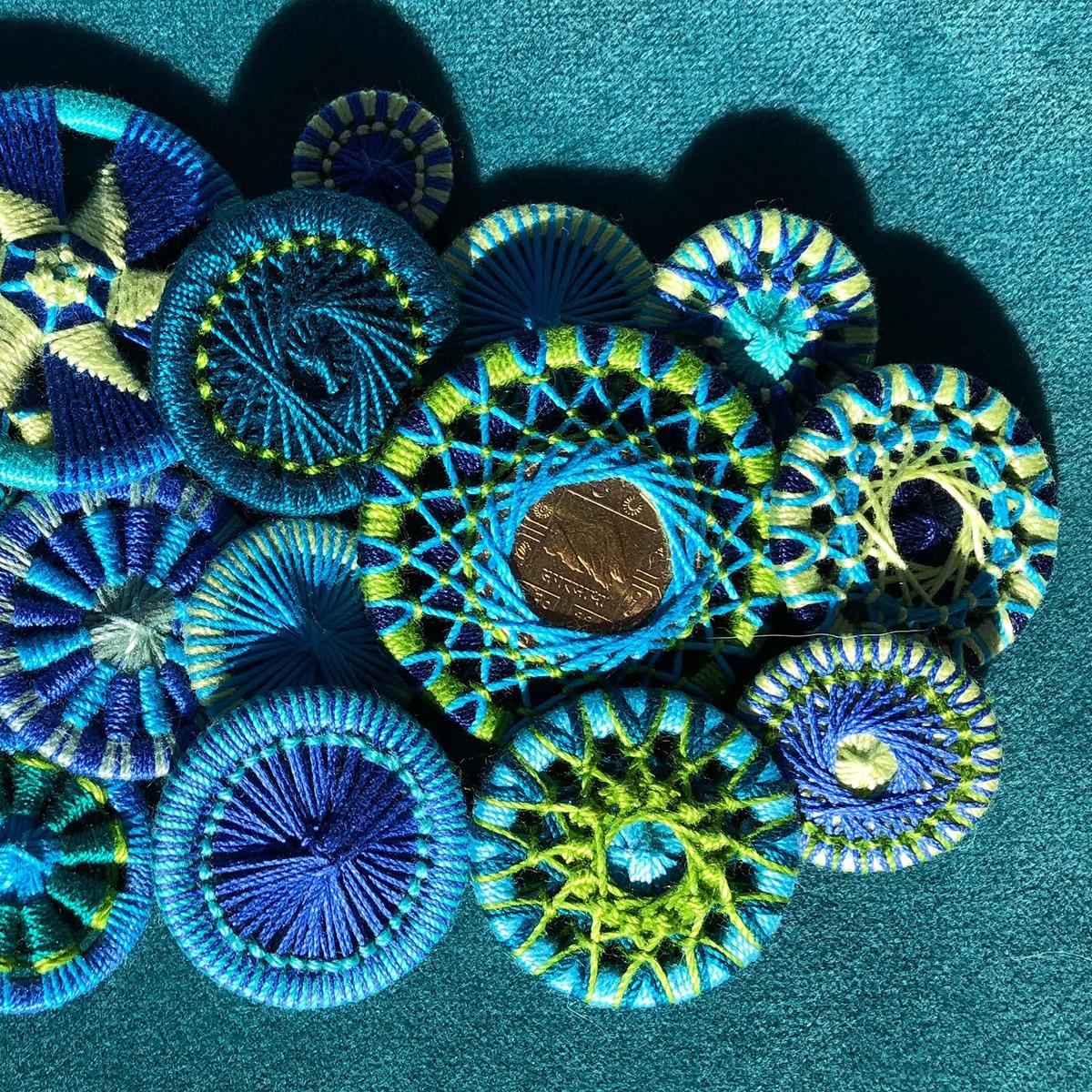 Zwirnknopf-Variationen in meinen Lieblingsfarben